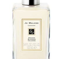 With clementine flower, water lily and orris, it's perfect for balmy summer nights.